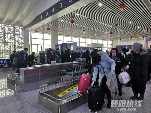 旅客正在接受安检_meitu_4_meitu_8.jpg