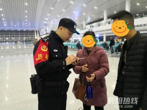 民警接受旅客求助_meitu_5_meitu_16.jpg