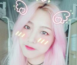 看到一萌妹子染的一头樱花粉色头发,又萌又美啊!没颜值真的难驾驭